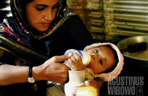 Samera dan bayinya (AGUSTINUS WIBOWO)