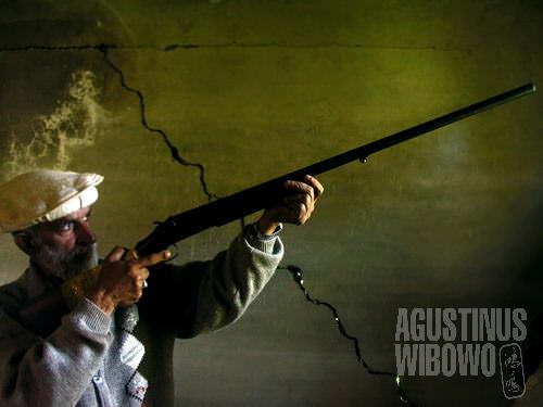 Karena alasan keamanan, keluarga di Kashmir menyimpan senjata api (AGUSTINUS WIBOWO)