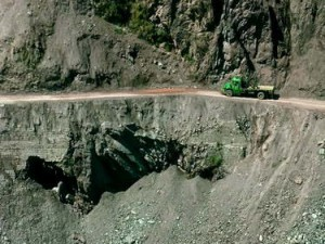 Seutas jalan di pinggang gunung (AGUSTINUS WIBOWO)