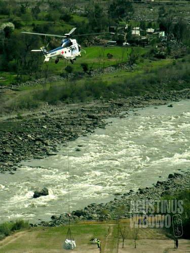 Helikopter membawa bahan bantuan ke Harama. Bayangkan ketika para petarung ganas dari Kandar membajak helikopter yang sedang terbang (AGUSTINUS WIBOWO)