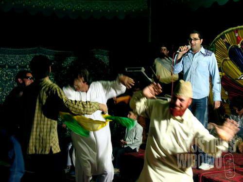 Acara musik dengan lagu-lagu Bollywood. Semua menari.(AGUSTINUS WIBOWO)