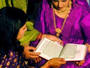 Membaca Qur'an di rumah dulha (AGUSTINUS WIBOWO)