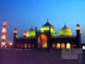 Masjid Badshahi di senja hari (AGUSTINUS WIBOWO)