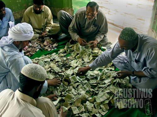Menghitung sumbangan sukarela (AGUSTINUS WIBOWO)