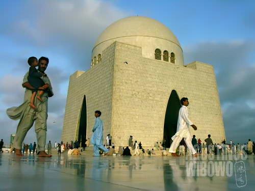 Mausoleum Mohammad Ali Jinnah, Bapa Pendiri Pakistan, adalah lanmark Karachi (AGUSTINUS WIBOWO)