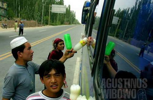 Etnis Muslim Uyghur di Kargilik, kota terakhir propinsi Xinjiang Uyghur sebelum memasuki Tibet (AGUSTINUS WIBOWO)