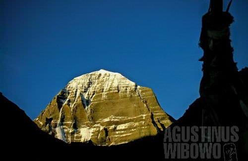 Wajah utara Kailash dilihat dari Drira Puk. (AGUSTINUS WIBOWO)