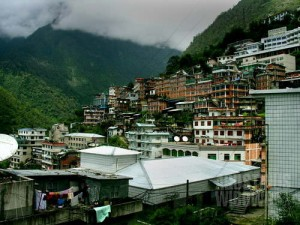 Kota perbatasan Zhangmu, kemegahan di bukit terpencil. (AGUSTINUS WIBOWO)